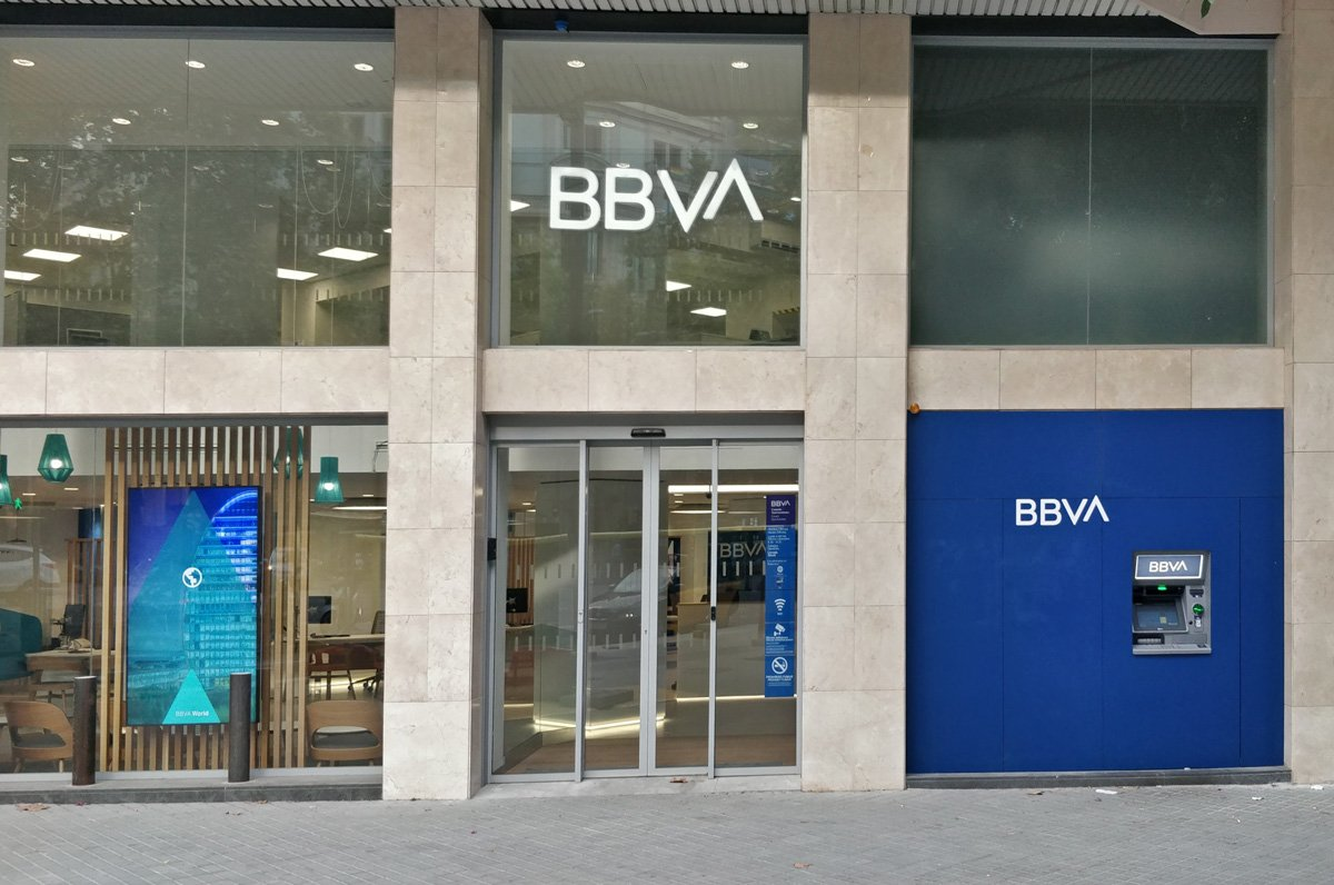 Grup Idea collaborates with BBVA in the project for its new office in Gran Vía de les Corts Catalanes based on the new corporate image of the entity